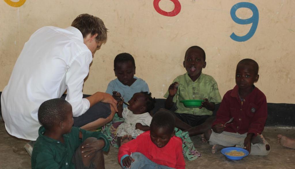 kids-eating-malawi