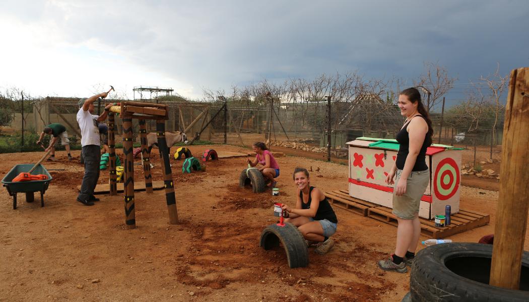namibia-volunteer-building